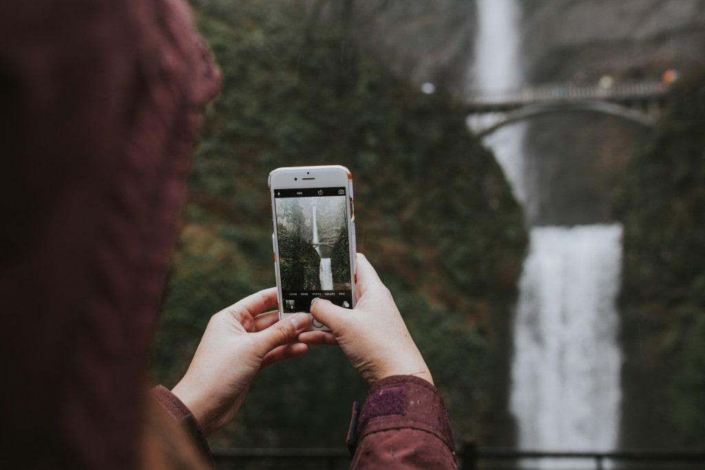 #caughtgramming at Multnomah Falls by Marcela Pulido Portland Wedding Photographer