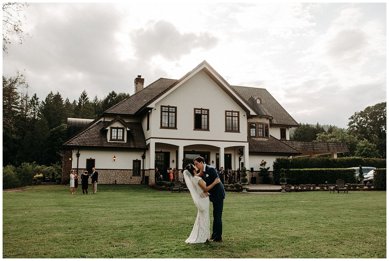 couple kissing in front of beacon hill winery wedding